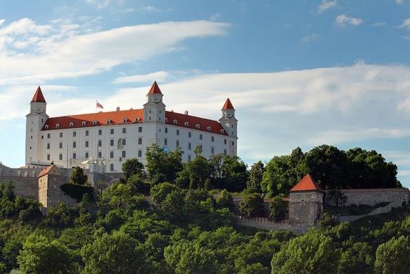 bratislava-castle-day
